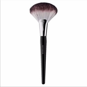 Sephora Pro Featherweight Fan Brush 92